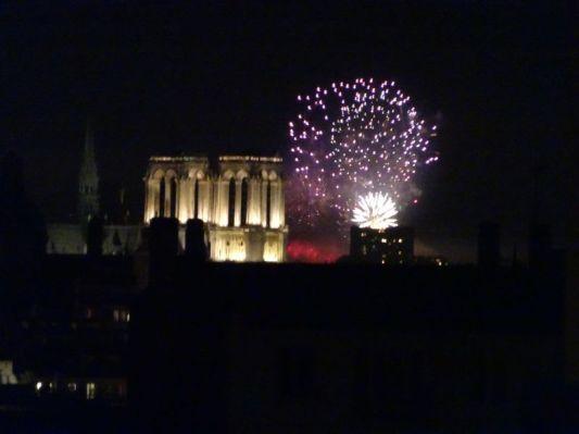 DSC01672 Feuerwerk Notre Dame (2)