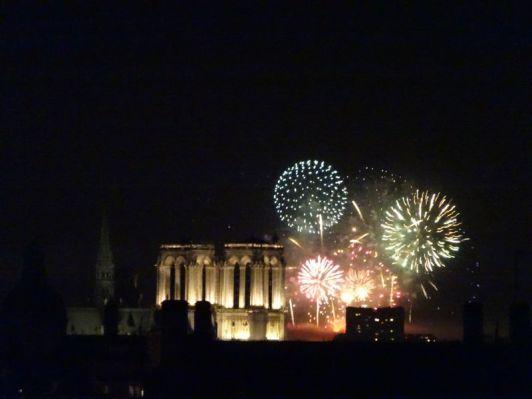 DSC01672 Feuerwerk Notre Dame (8)