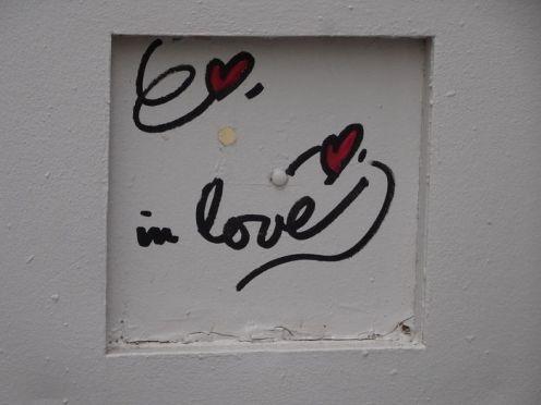 DSC01293 Street art in love Marais (1)
