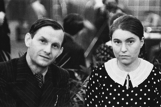 Anna_Seghers_and_Gustav_Regler_Paris_1935
