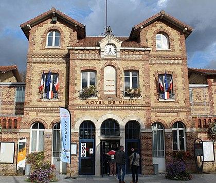 420px-Hôtel_ville_Noisiel_18