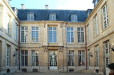 390px-Hotel-Guenegaud-rue-des-Art