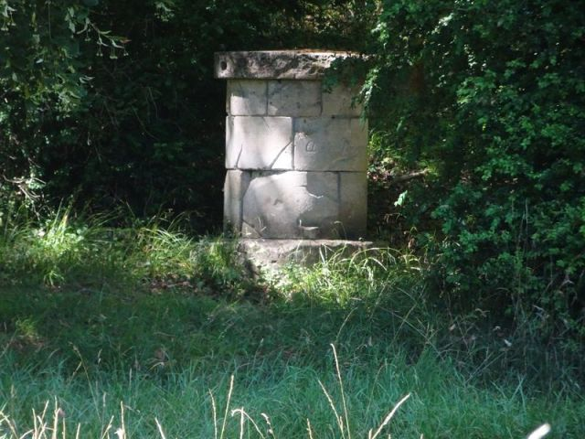 DSC08057 Parc Rousseau (11) l'autel de la rêverie