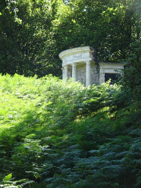 DSC08057 Parc Rousseau (12) Le temple de la Philosophie moderne